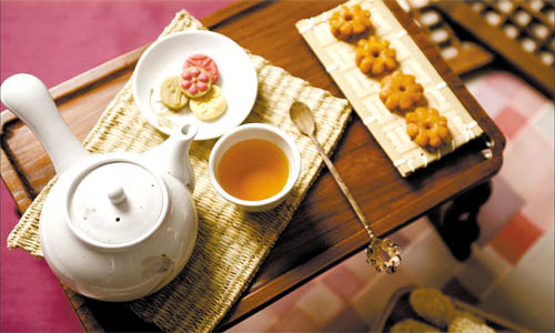 Korean tea and traditional snacks